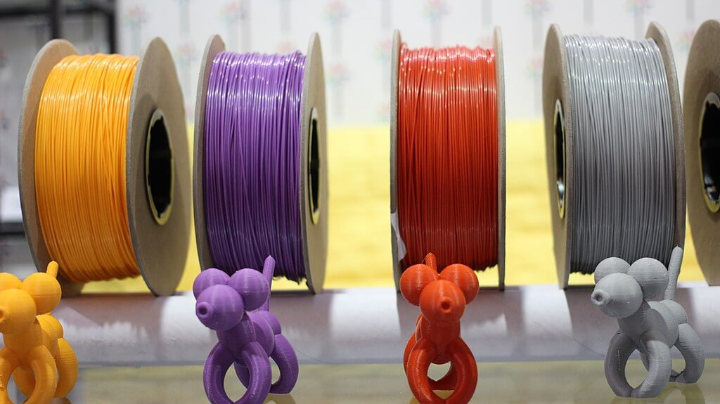 Exemplo de produtos impressos com diversas cores de filamentos