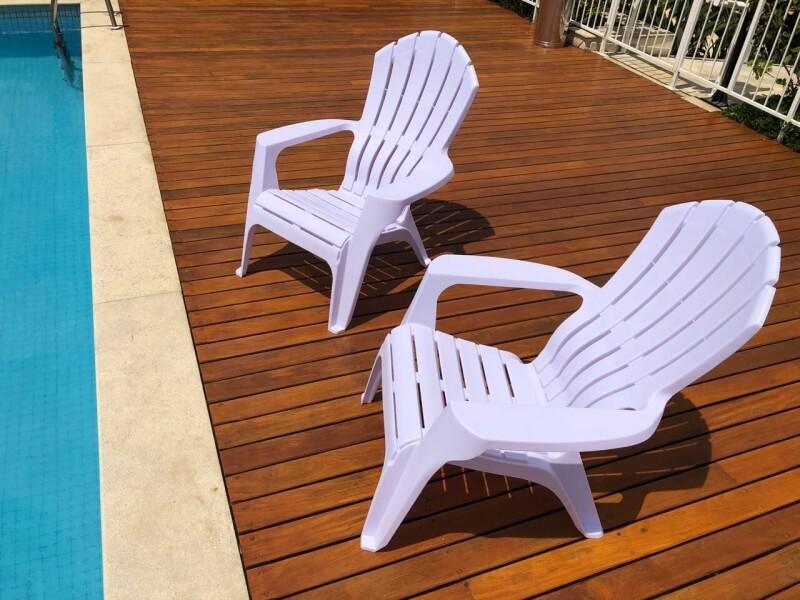 Cadeira Exposta ao Sol