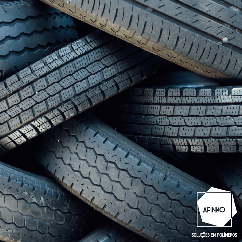 Foto de pneus, um dos principais materiais feitos de borracha