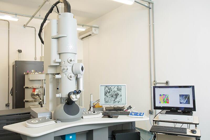 Ensaios Microscópicos Microscopia Eletrônica de Transmissão